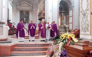 http://www.seguonews.it/laddio-a-stefano-gallo-il-vescovo-da-lui-raccogliamo-leredita-piu-bella-lamore-per-la-citta