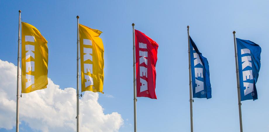 Ikea ritira dal mercato librerie e armadi con ante in vetro Hemnes. C'è il rischio caduta a causa di alcuni supporti troppo corti