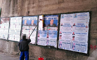http://www.seguonews.it/a-caltanissetta-la-guerra-dei-manifesti-elettorali-occupati-anche-gli-spazi-dei-necrologi