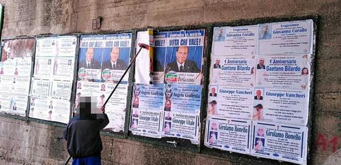 A Caltanissetta la guerra dei manifesti elettorali: occupati anche gli spazi dei necrologi
