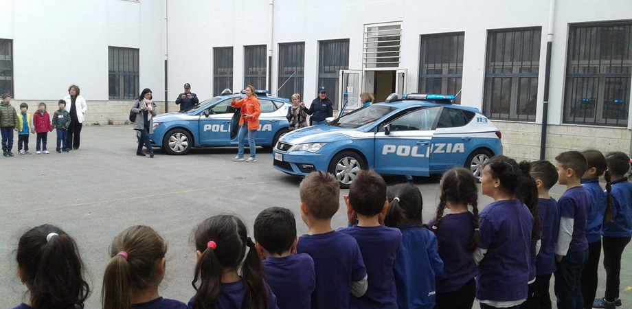 """San Cataldo, """"Progetto Sicurezza"""": la Polizia di Stato incontra i bambini dei plessi Balsamo e San Filippo Neri"""