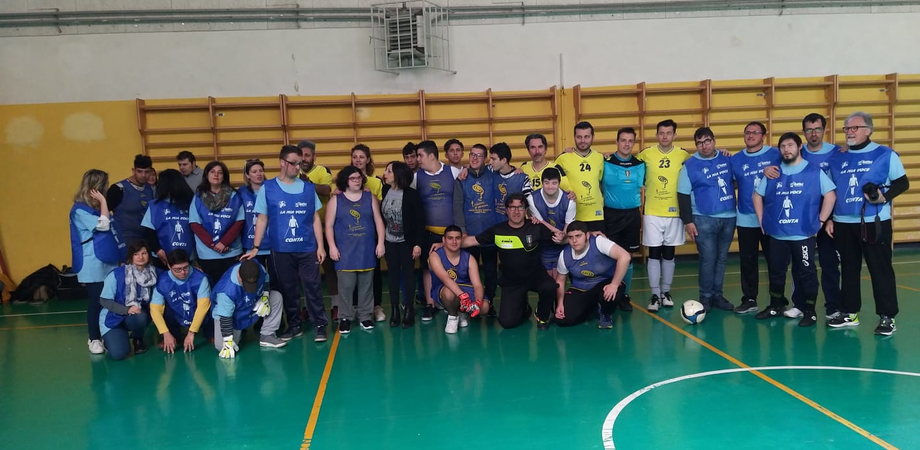 """All'istituto """"Mottura"""" di Caltanissetta un triangolare di calcio a 5 in memoria dei prof Verducci e Garro"""