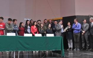https://www.seguonews.it/alternanza-scuola-lavoro-la-camera-di-commercio-di-caltanissetta-premia-il-manzoni---juvara-e-il-majorana