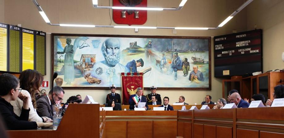 Terremoto politico a Gela, il centrodestra presenta ricorso: chiede l'esclusione di quattro liste collegate a Greco
