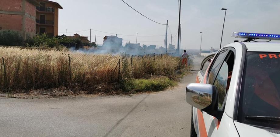 """Gela, incendio in contrada """"Marchitello"""": le fiamme divorano alcuni terreni incolti"""