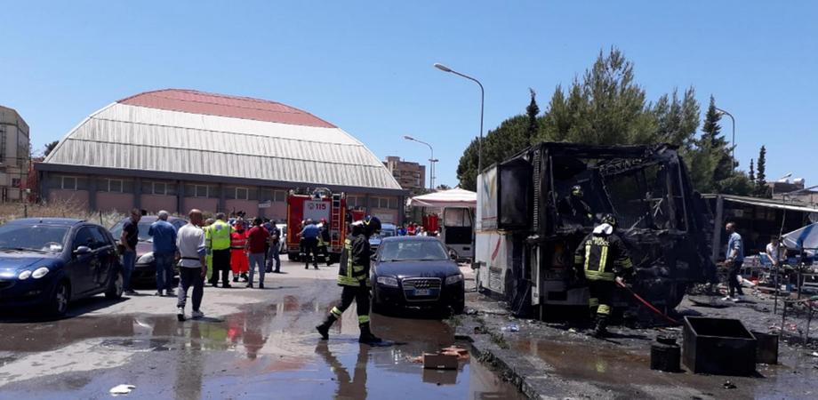 Scoppio di una bombola al mercato di Gela: i feriti salgono a 17. Attivato il piano di emergenza del 118