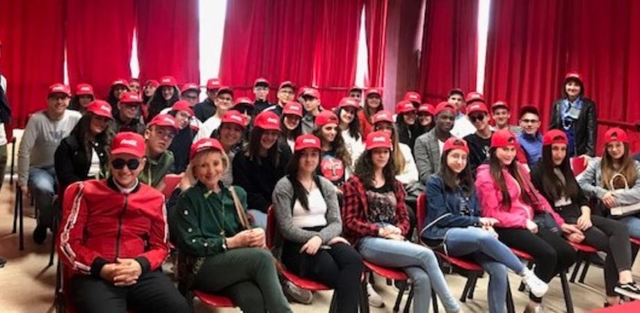 """Come nasce un'impresa? Studenti del """"Russo"""" di Caltanissetta apprendono i metodi per produrre bevande analcoliche"""