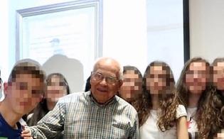 http://www.seguonews.it/a-98-anni-prende-la-licenza-media-nonno-felicino-promosso-a-pieni-voti-era-il-mio-sogno