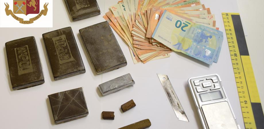 Due giovani nisseni arrestati dalla Squadra Mobile: in casa tenevano droga e contanti