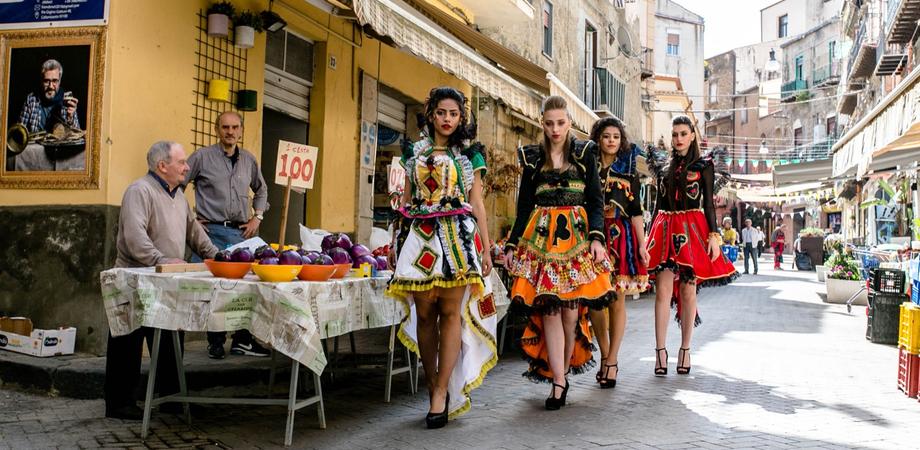 """Caltanissetta fra """"Arte, moda & sapori"""": la Strata 'a Foglia si trasforma in un set fotografico"""