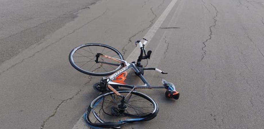 Caltanissetta, a tutta velocità con la sua auto travolge ciclista a Pian del Lago