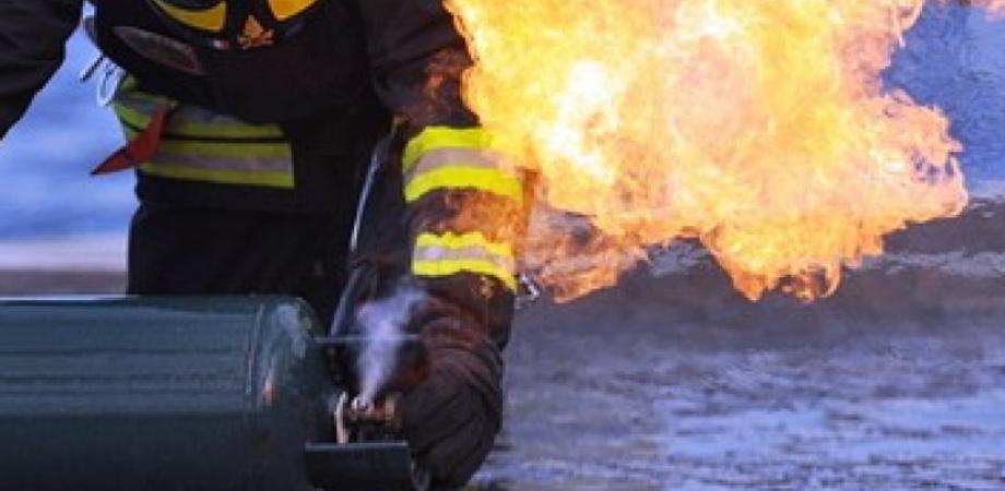 Caltanissetta, si ustiona per lo scoppio di una bombola: a prestare i primi soccorsi vigile del fuoco fuori dal servizio