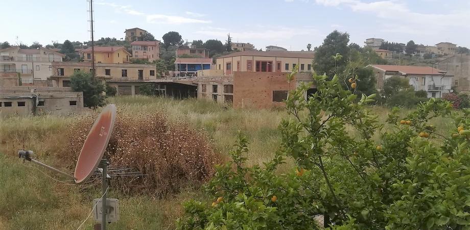Via Xiboli a Caltanissetta a rischio incendi: a rischio l'area dell'ex ente Zolfi Italiana