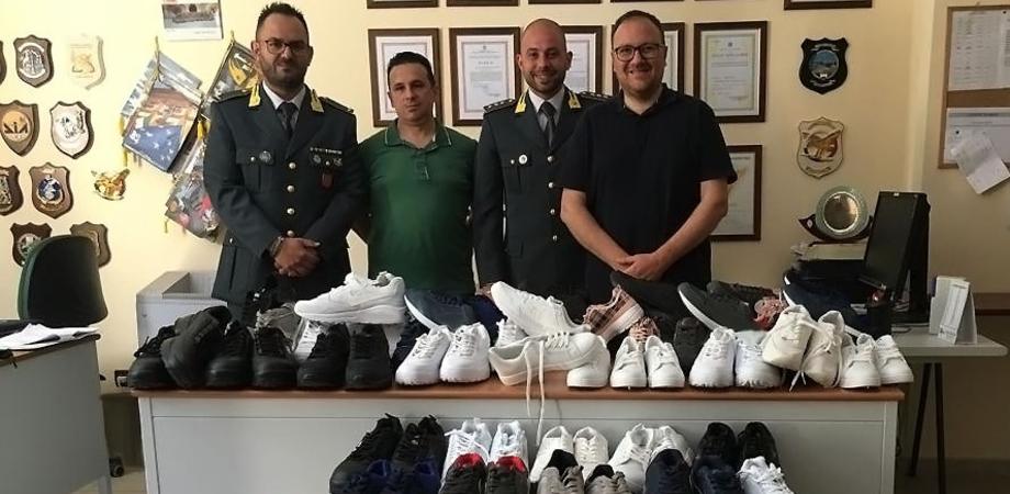 Caltanissetta, la Guardia di Finanza dona alla Caritas 70 paia di scarpe sequestrate