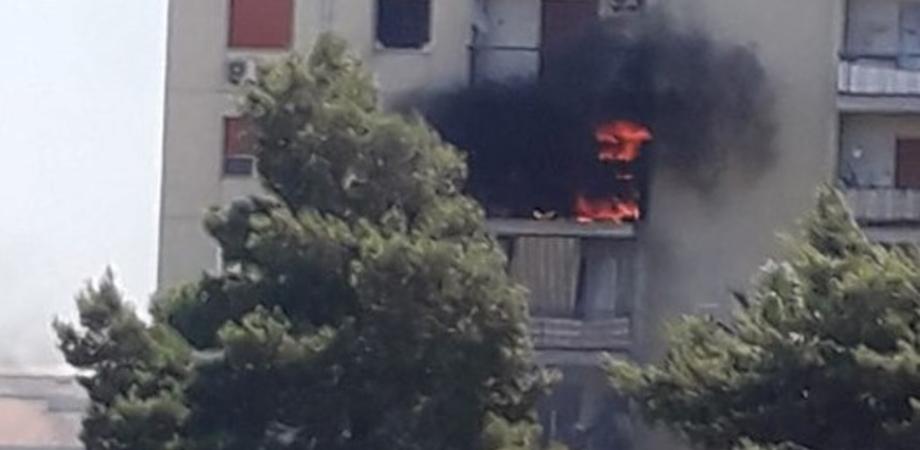 Gela, fiamme in due abitazioni del quartiere Marchitello: paura fra i residenti