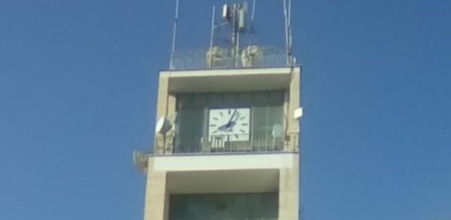 """Gela, riparato l'orologio del """"Palazzo di Città"""": sono stati necessari 7 anni per rimetterlo in funzione"""