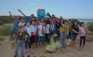 Marina di Butera, tratto di spiaggia ripulito dagli alunni dell'istituto
