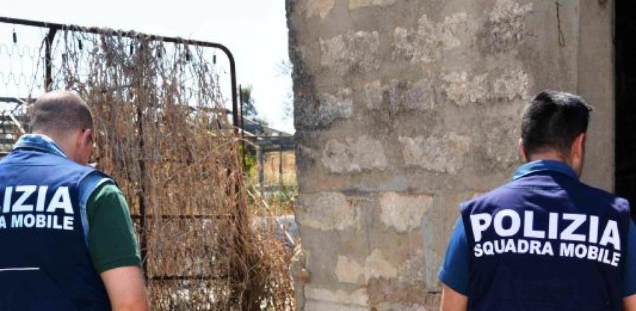 Orrore nei campi siciliani, 13enne costretta dalla madre a prostituirsi anche con novantenni