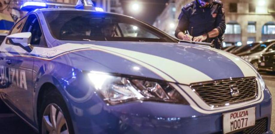 Caltanissetta, in via Niscemi a tutta velocità centra in pieno due auto in sosta