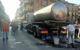 http://www.seguonews.it/gela-autobotte-parcheggiata-nel-cuore-del-centro-storico-la-rabbia-del-sindaco-spettacolo-indecoroso