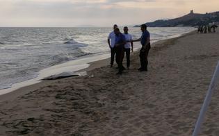 http://www.seguonews.it/rinvenuto-sulla-spiaggia-di-gela-il-corpo-mutilato-di-un-uomo-forse-si-tratta-di-un-migrante