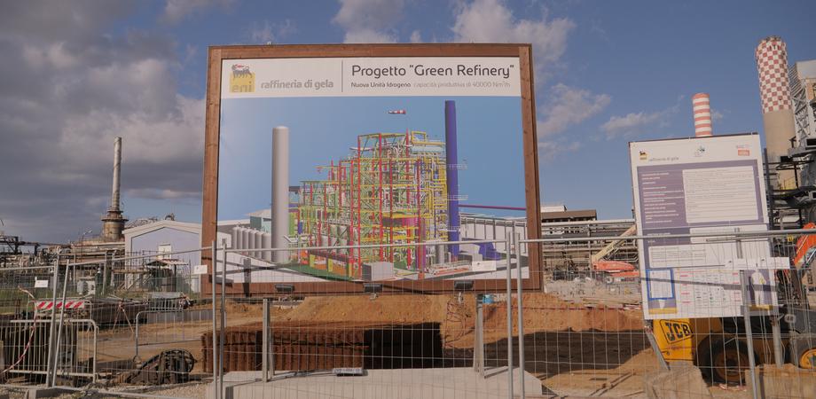 """Bonifiche e riconversione green della Raffineria di Gela, Eni: """"Investiti ad oggi 1.153 milioni di euro"""""""