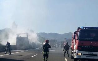http://www.seguonews.it/in-fiamme-sulla-caltanissetta---gela-cisterna-che-trasportava-vino-traffico-bloccato-sulla-ss-626