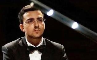 https://www.seguonews.it/il-pianista-gelese-alberto-ferro-sul-palco-delle-mura-timoleontee-e-un-onore-suonare-nella-mia-citta-