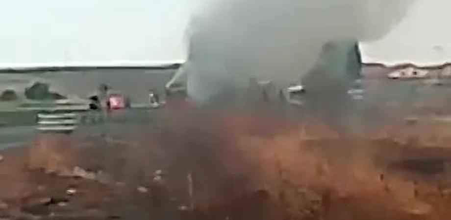 Bus in fiamme sulla Gela - Catania: i passeggeri hanno fatto in tempo a scendere dal pullman