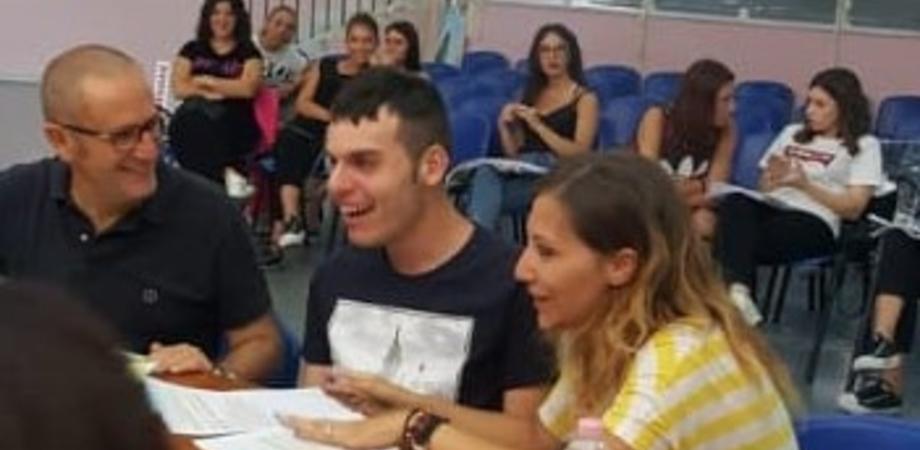 """Studente autistico di Gela consegue il diploma, i genitori: """"Orgogliosi di lui ma lo Stato non deve abbandonarci"""""""