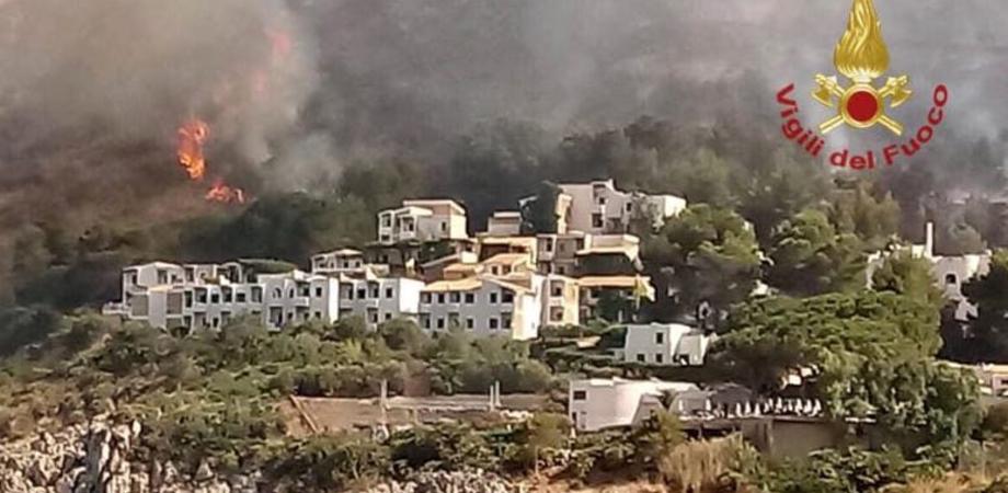 """Incendi devastano la Sicilia. M5S: """"La Regione ha pesanti responsabilità, gravissima quella su Priolo"""""""