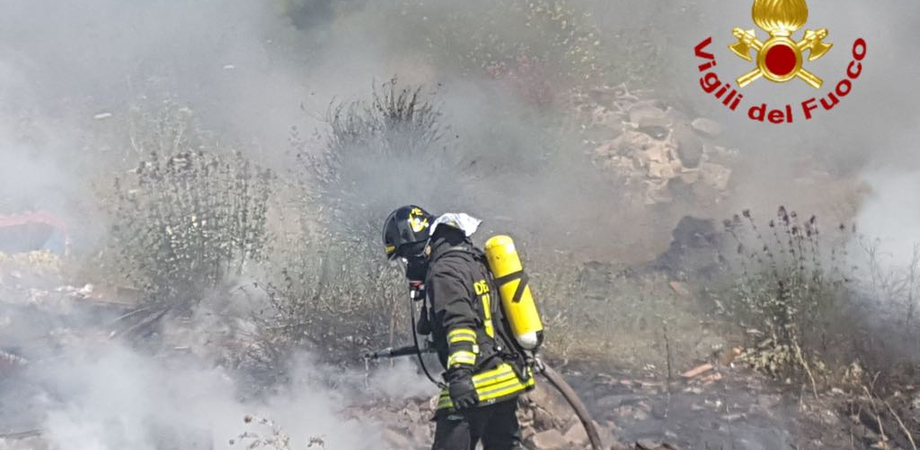 Vigili del fuoco di Caltanissetta impegnati a Feudo San Martino e Lido degli Angeli per due vasti incendi
