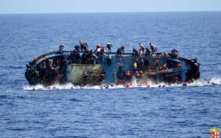 http://www.seguonews.it/ennesima-strage-di-migranti-recuperati-in-mare-decine-di-cadaveri-dopo-il-naufragio-di-due-imbarcazioni