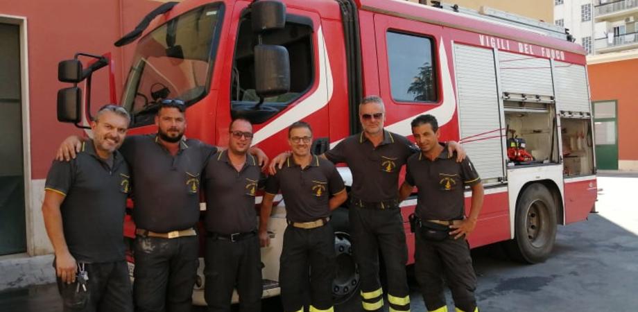 Caltanissetta, l'incendio di via Xiboli domato dopo 20 ore. La giornata dei vigili del fuoco, eroi del quotidiano tra il caldo e le fiamme