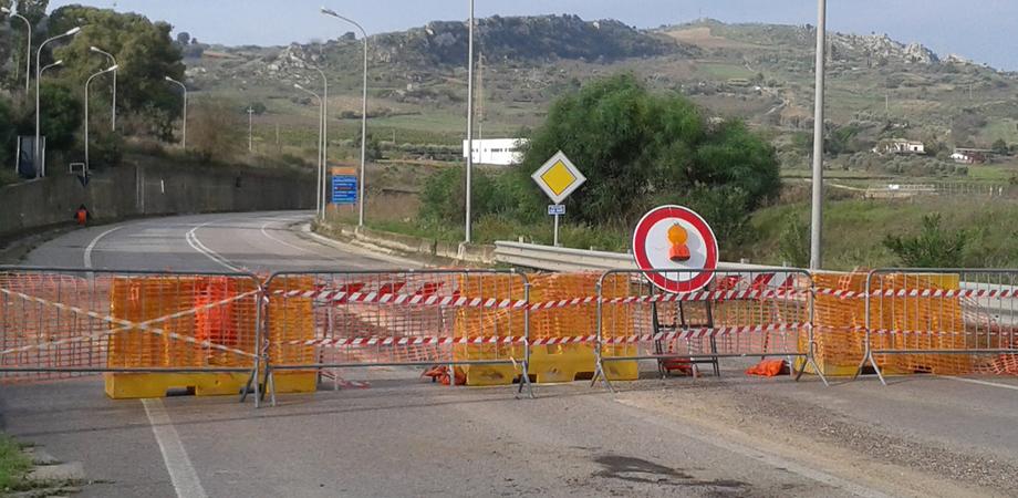 """Strada per Pietraperzia interrotta, Orgoglio Nisseno: """"Riapriamo la vecchia strada"""""""