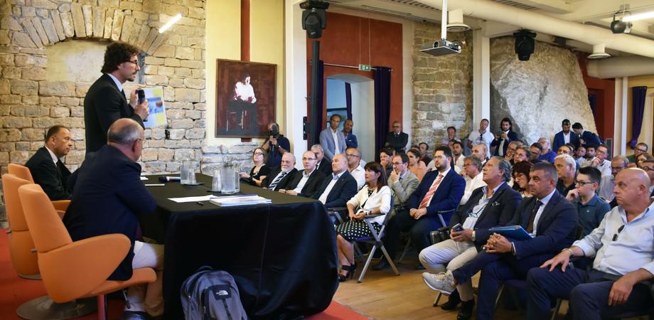 """Il ministro Toninelli a Caltanissetta: """"Entro ottobre i primi 12 milioni alle imprese creditrici"""""""