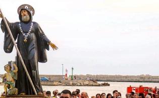 http://www.seguonews.it/celebrata-a-gela-la-festa-do-santu-patri-processione-in-mare-con-la-varchiata-