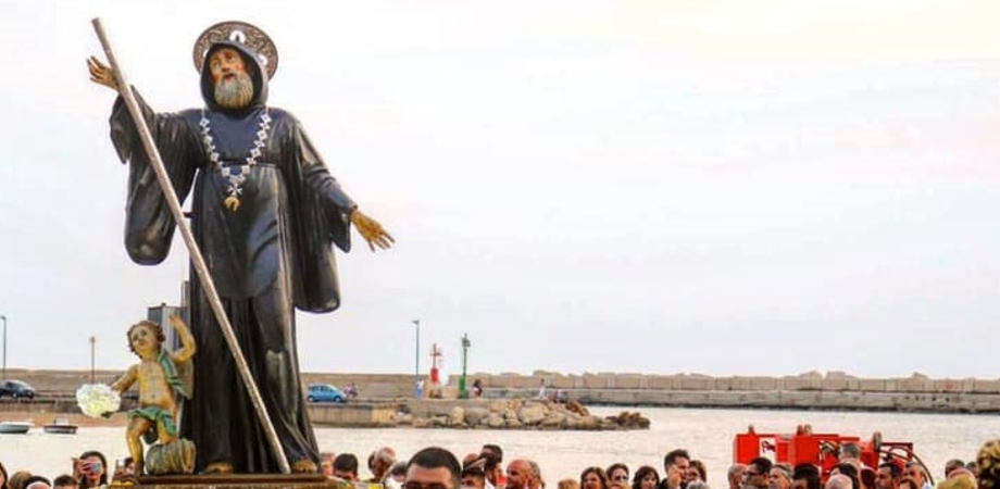 """Celebrata a Gela la festa """"Do' Santu Patri"""": processione in mare con la """"varchiata"""""""