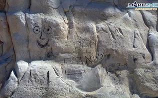http://www.seguonews.it/imbrattata-la-scala-dei-turchi-il-famoso-monumento-in-balia-dei-vandali-la-denuncia-di-mareamico