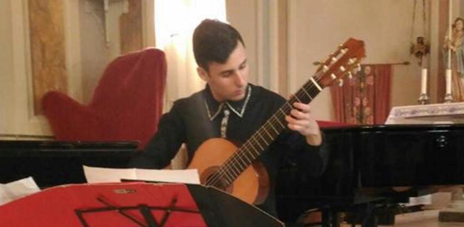 Concerti nell'Atrio della Scarabelli, a Caltanissetta il recital del chitarrista Luca Blanco