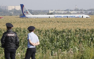 http://www.seguonews.it/scontro-con-stormo-di-gabbani-aereo-russo-fa-atterraggio-demergenza-su-un-campo-di-grano