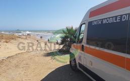 Ragazza rischia di annegare: la salva poliziotto della questura di Caltanissetta