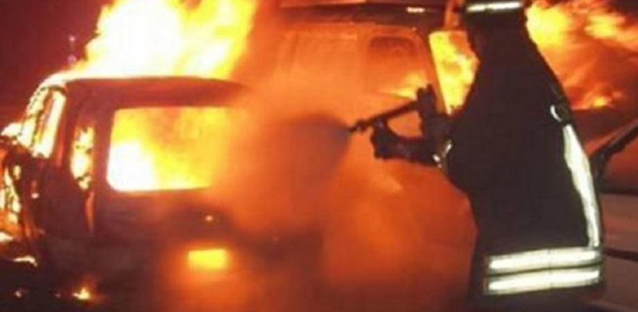 Gela, ancora auto in fiamme: un rogo distrugge un'Alfa Romeo parcheggiata in via Pavlov