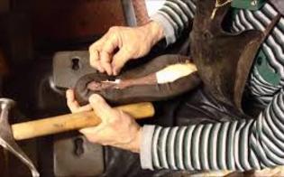 http://www.seguonews.it/antichi-mestieri-botteghe-artigiane-in-via-destinzione-difficile-trovare-calzolai