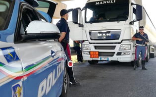 Trasporto merci pericolose: 25 mezzi controllati dalla Polizia Stradale di Caltanissetta, tre sanzionati