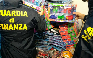 http://www.seguonews.it/guardia-di-finanza-caltanissetta-capi-di-abbigliamento-e-giocattoli-contraffatti-1300-prodotti-sequestrati