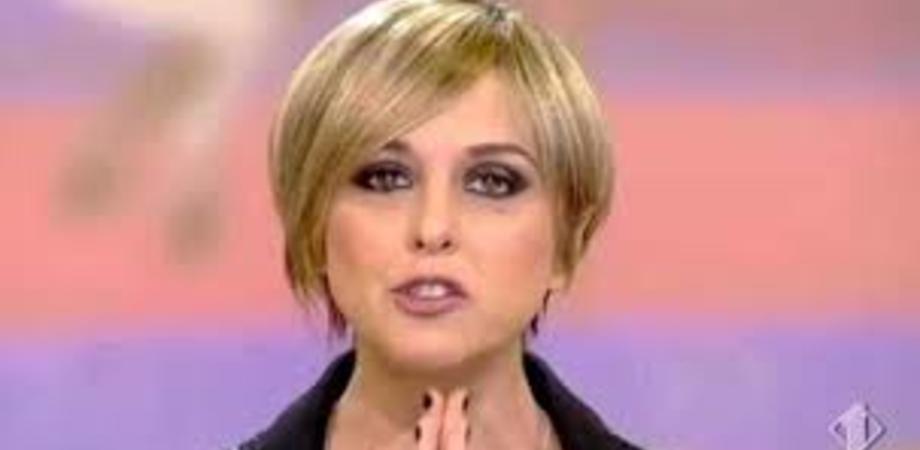 """""""Ciao guerriera, eri dalla parte dei deboli"""", a Brescia in migliaia ai funerali di Nadia Toffa"""
