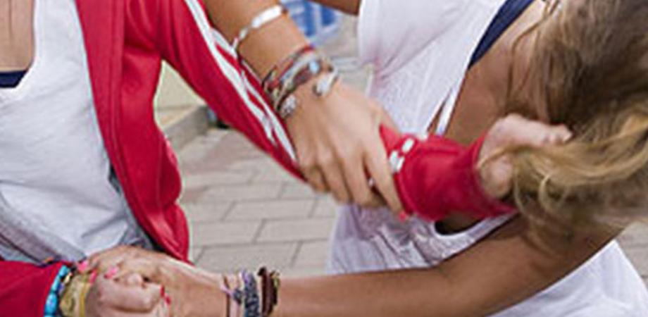 Caltanissetta, quindicenne picchiata a sangue da tre coetanee trasportata in ospedale