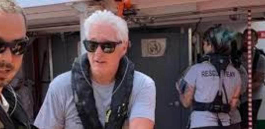 Open Arms ancora senza un porto sicuro, a Lampedusa arriva Richard Gere a sostegno della Ong spagnola