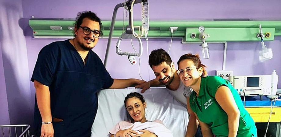 """Caltanissetta, storia di una mamma: """"Il mio parto naturale dopo il cesareo. Mi era stato sconsigliato, sono uscita dalla sala parto con la mia bimba in braccio"""""""